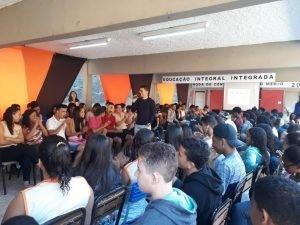roda de conversa com os 90 jovens participantes do projeto Futuro do Rio Doce em 2019