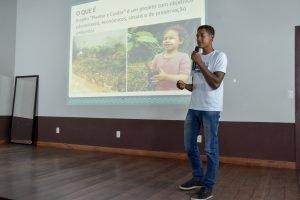 Jovem do projeto Futuro do Rio Doce apresenta sua iniciativa para banca avaliadora