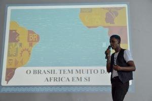 apresentação de jovem participante do projeto Futuro do Rio Doce para banca avaliadora